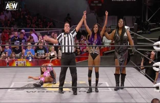 AEW Fight For The Fallen_ Brandi Rhodes derrota a Allie con la ayuda de Awesome Kong