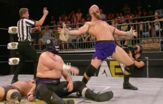 AEW Fight For The Fallen_ The Dark Order derrotan a Angelico, Jack Evans, Jungle Boy y Luchasauras