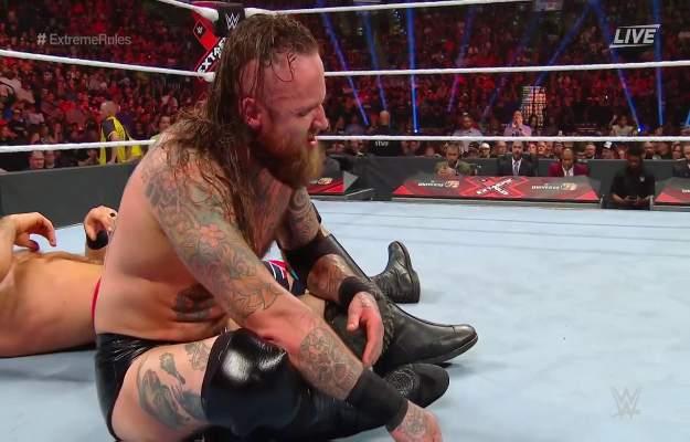 Aleister Black derrota a Cesaro en WWE Extreme Rules