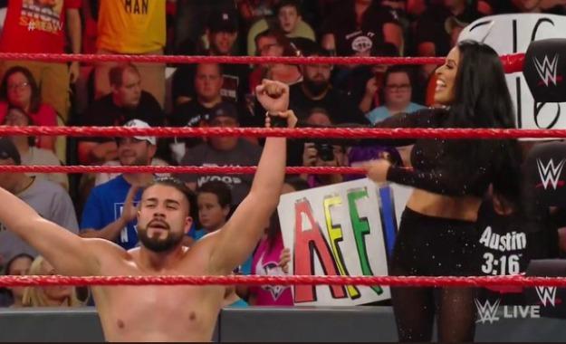 Andrade derrota a Rey Mysterio en WWE RAW