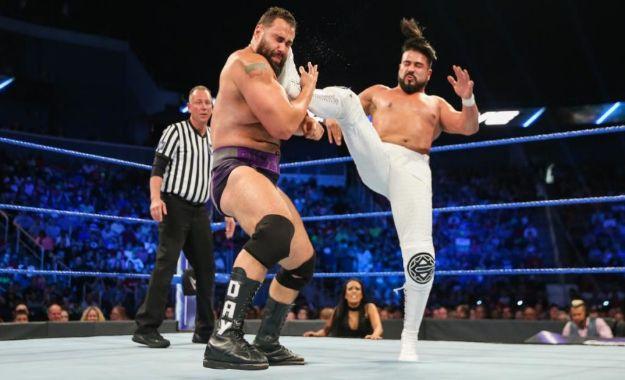 Andrade vs Rusev en WWE Smackdown
