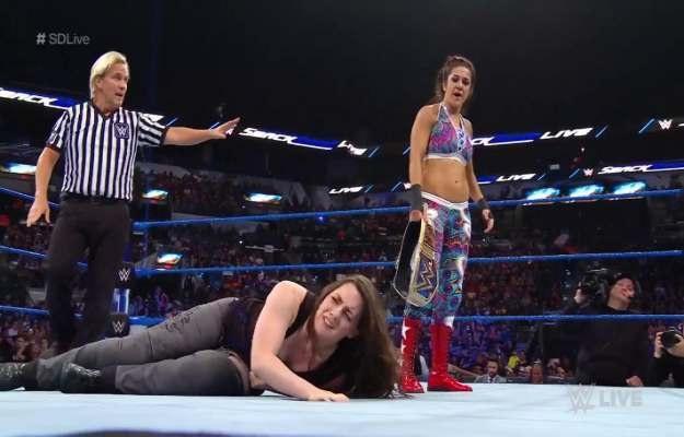 Bayley derrota a Nikki Cross en SmackDown Live