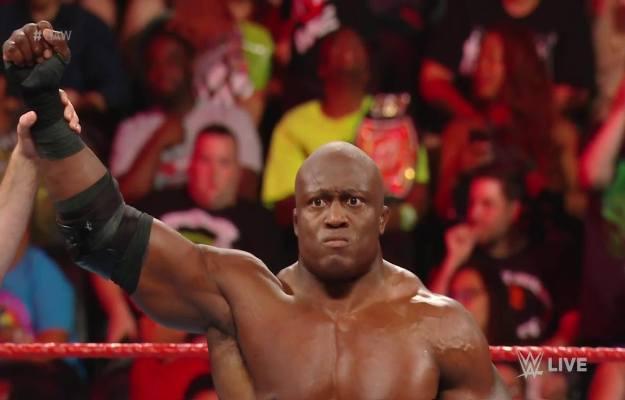 Bobby Lashley responde y derrota a Rey Mysterio en su regreso durante WWE RAW