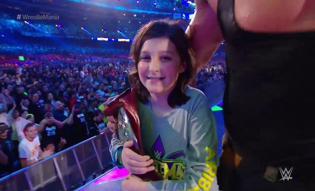 Braun Strowman hace campeón tag team de RAW a un niño en Wrestlemania 34 Braun Strowman y Nicholas dejan vacante el RAW Tag Team Championship Nicholas ya tiene producto de merchandising en la WWE