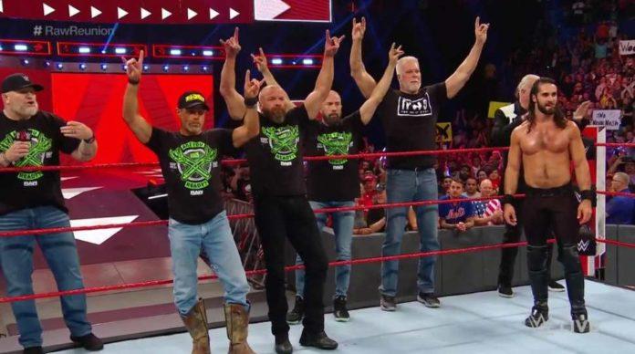 D-Generation X y The Kliq ayudan a Seth Rollins contra AJ Styles y The Club en WWE RAW Reunion