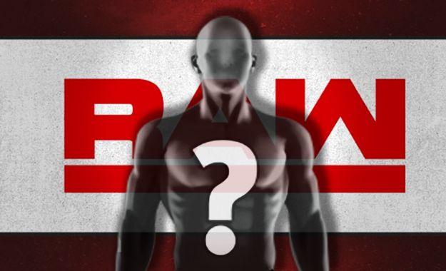 Estrella de WWE RAW trabajando bajo problemas físicos