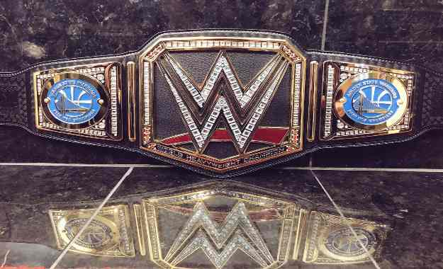 Golden State Warriors reciben el campeonato de la WWE
