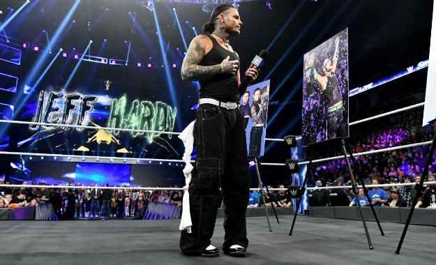 Jeff Hardy es homenajeado por sus 20 años en WWE