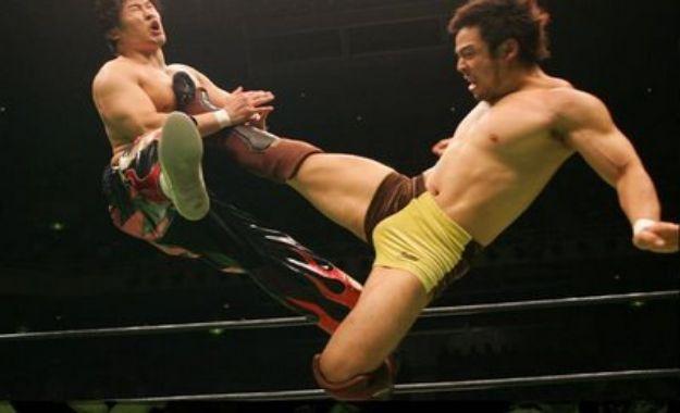 KENTA mata a Hideo Itami