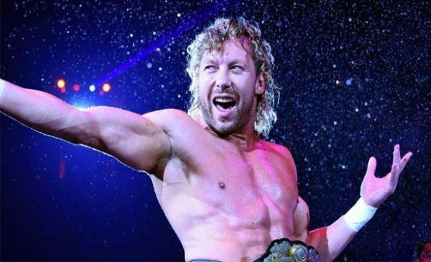 Kenny Omega cerca de WWE