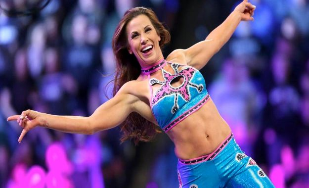 Mickie James reta a Trish Stratus para WWE Evolution en Octubre