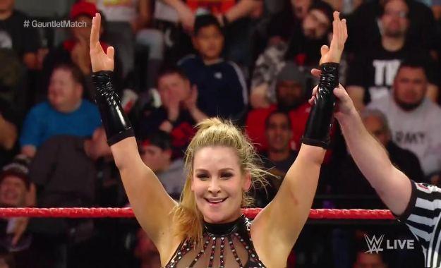 Natalya es la aspirante al campeonato femenino de RAW al ganar un Gaunlet match