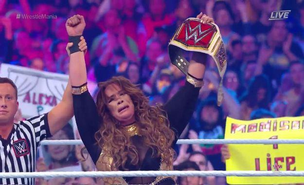 Nia Jax nueva campeona femenina de RAW en Wrestlemania 34