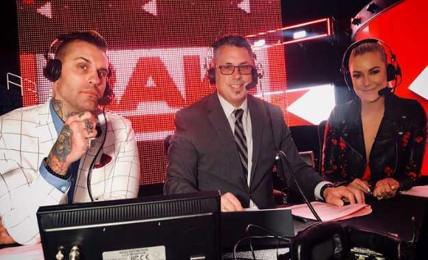 Razón por la que Renee Young reemplazó a Jonathan Coachman en WWE RAW