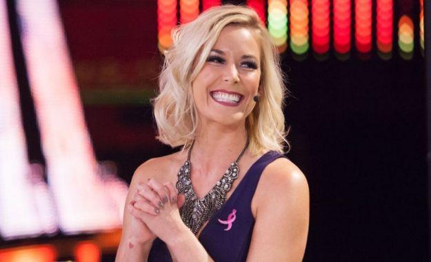Renee Young quiere un equipo femenino para comentar WWE Evolution