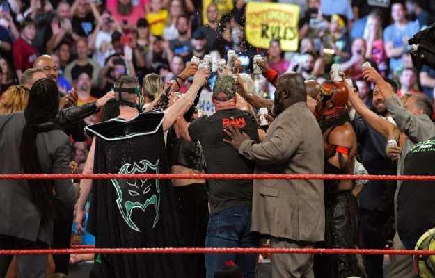 Reunión de las Leyendas en WWE RAW