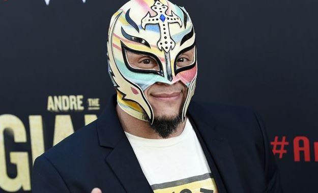 WWE noticias Rey Mysterio habría firmado un nuevo contrato con WWE