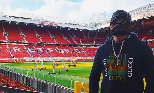 Rey Mysterio visita al Manchester United