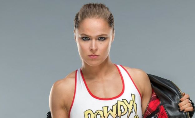 Ronda Rousey sobre un posible fin del mundo Ronda Rousey trabaja en un Live Show de WWE RAW durante su sanción de 30 días