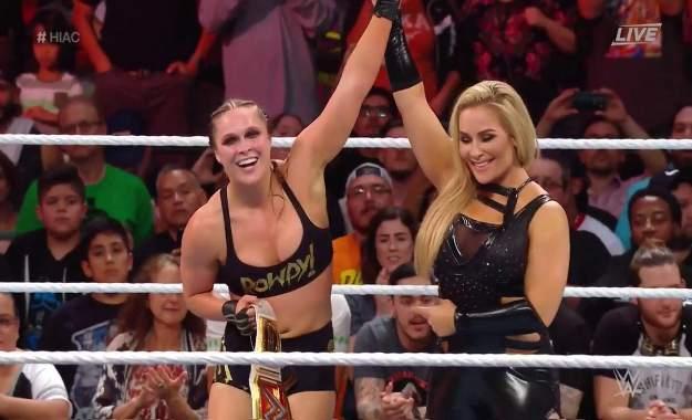 Ronda Rousey retiene el RAW Women's Championship en Hell in a Cell