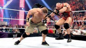 Ryback golpea a John Cena