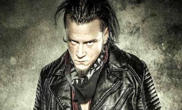 Sami Callihan reta a Chris Jericho