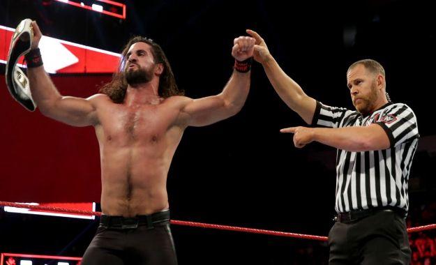 Seth Rollins retiene el campeonato Intercontinental en WWE RAW