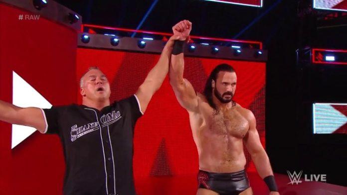 Shane McMahon y Drew McIntyre derrotan a Roman Reigns y Cedric Alexander en WWE RAW