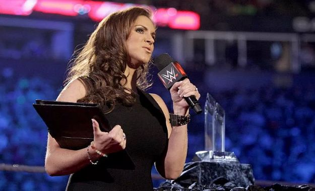 Stephanie McMahon dice que WWE puede superar a Disney