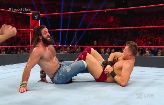 The Miz derrota a Elias en un 2 out of 3 falls match durante WWE RAW