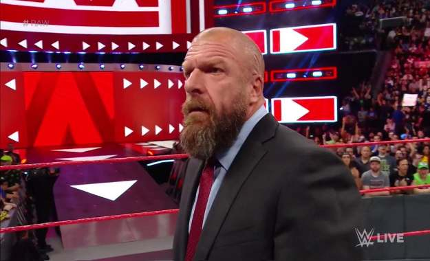 Triple H regresa a WWE RAW