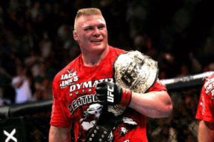 WWE Brock Lesnar con el título de UFC