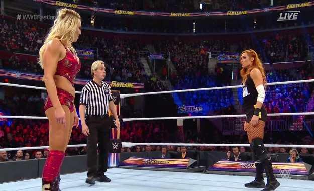 WWE Fastlane 2019 Becky Lynch derrotó a Charlotte Flair por descalificación con ayuda de Ronda Rousey