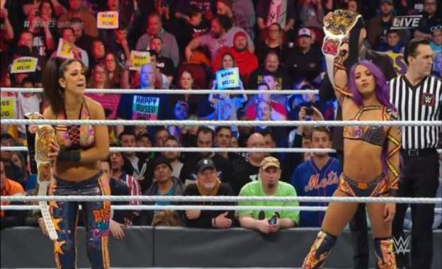 WWE Fastlane 2019 Sasha Banks y Bayley retienen los campeonatos por parejas femeninos