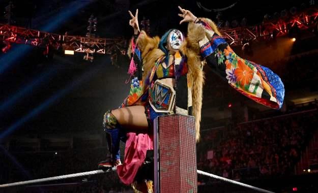Jim Ross dice que WWE está abusando de Asuka