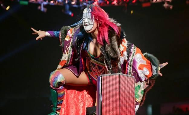 Asuka y Lacey Evans en WWE