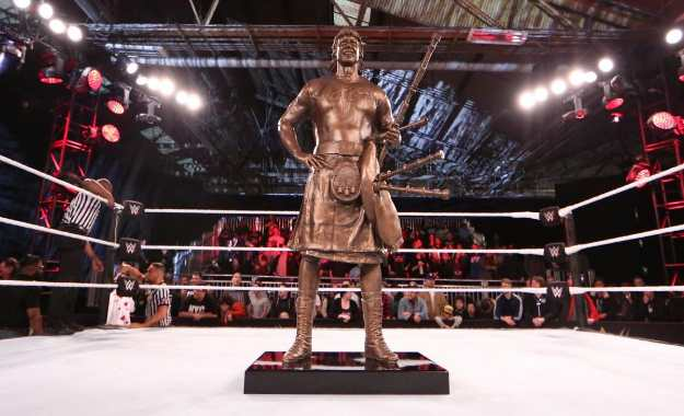 estatua roddy piper wrestlemania