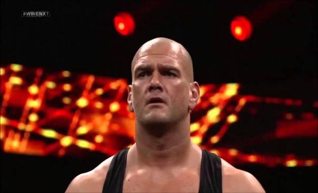 Danny Burch firma con WWE