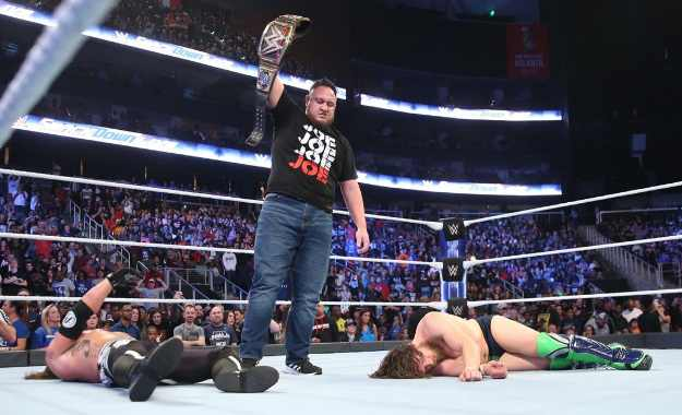 Samoa Joe regresa a Smackdown Live y ataca a AJ Styles y Daniel Bryan