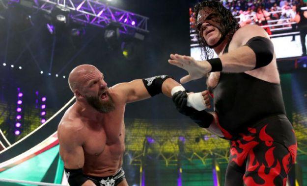 Triple H sale lesionado de WWE Crown Jewel