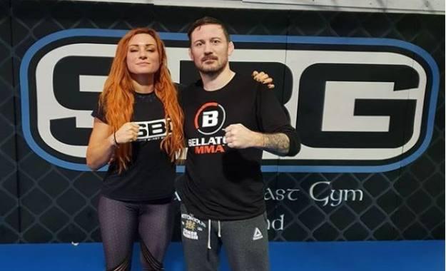 Becky Lynch entrena con el entrenador de Conor McGregor