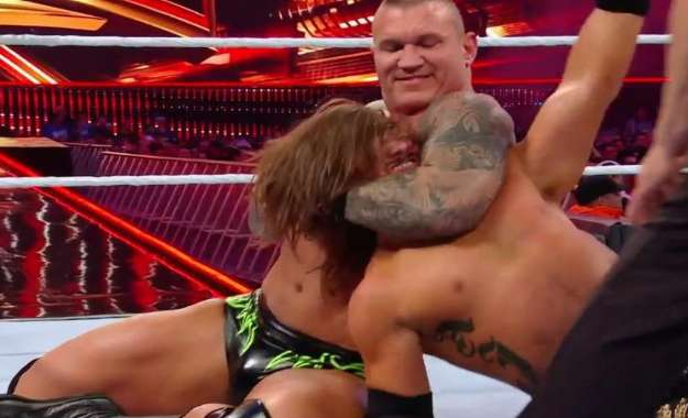 Styles vence a Orton